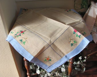 """Table Linens Vintage Handmade Embroidered Applique Linen Cotton Tablecloth - 27"""" Square (#152)"""