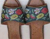 Vintage Latin American Green Leather Painted Flat Sandals - Size USA 7/UK 5