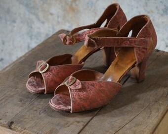 1930s shoes/ 30s gold brocade heels/ brass buckles