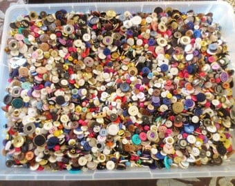 Huge BUTTONS Lot 300 Pieces Mystery Destash Surprise