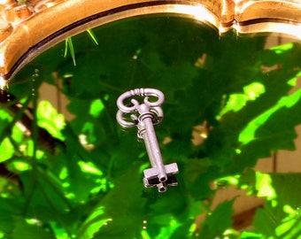 Hecate Key Nicho Shrine Protector Goddess Altar Tools