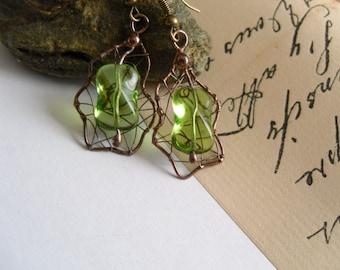 Copper wire earrings, beaded artistic earrings, green, bohemian jewelry, gift for women, contemporary jewelry, funky jewelry, Kiwi