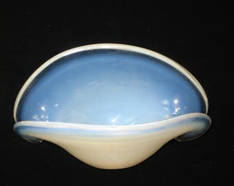 Archimede Seguso Murano Opalescent Opalino Opaline 2 Position Clam Shell Bowl Vase MCM Italy