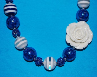 Girls Chunky white flower necklace