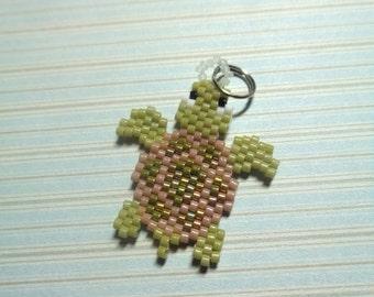 Sea turtle charm, beaded sea turtle, sea turtle keychain, beaded keychain, beaded charm, brick stitch, beaded charm animal, sea turtle
