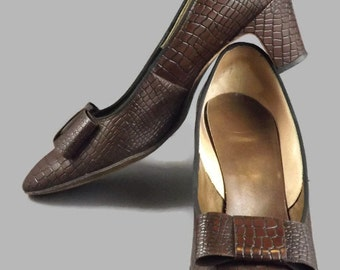 Vintage Naturlizers Faux Reptile Pumps Heels with Bow Front Size 6.5 MidCentury Style