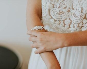 Wedding Bracelet, Bridal Jewelry, Bridal Crystal bracelet, Swarovski bracelet, Cuff Bracelet, Vintage Wrap around bracelet, Wedding Bracelet
