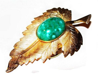 "Leaf Scarf Dress Clip Brooch Green Peking Glass Stone Gold Metal 2.5"" Vintage"
