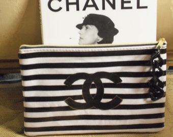 French Inspired Ultra Chic Black and White Striped Mini Clutch Purse Handbag Makeup Black Acrylic Chain