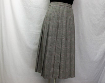 vintage pleated skirt, Worthington ,size 14 , petite ,A line skirt ,name brand vintage, black houndstooth plaid ,zipper and button back