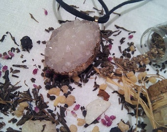 La dame blanche - druzy agate necklace