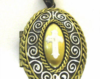 Hand Painted Cross Oval Locket / 26x38mm / 2 Colors Available
