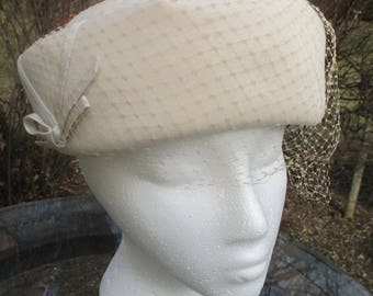 Vintage 1950s Ladies Hat with Veil Wool Cream Color