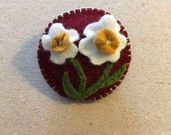 Pretty Flower Applique Round Brooch