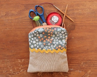floral print and sandy chambray small notions & accessories zipper bag