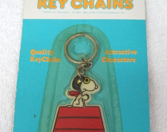 MIP 1960 - 1970 Snoopy Key Chain Red Baron Flying Dog House T8