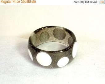 Clearance, Vintage Lucite Bracelet - Polka Dot Bangle - Costume Jewelry -  Retro Jewelry - Lucite Jewelry - Mid Century Jewelry - Lucite Ban