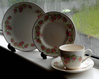 4 Piece Set of Arklow China Tableware, Irish Rose pattern with gilded edges.