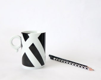 Modern Minimallist porcelain mug, hand painted, black and white, mug for her or him, made in France, ready to ship