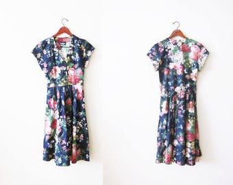 Vintage Floral Dress / Black Floral Sundress / Womens Spring Dress / Wildflower Rose Garden 1980s Dress Medium
