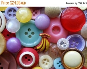 ON SALE Antique and Vintage Button Lot No.414 | Kitsch Buttons | Glass, Rhinestone, Bakelite