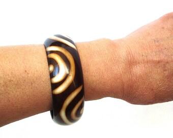 Vintage plastic brown cuff bracelet 60s