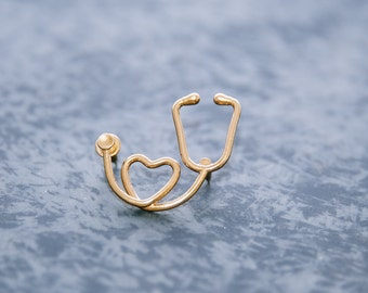 A heart stethoscope pin, unique pin, medical jewellery, stethoscope pin, doctor pendant, heart pin, stethoscope brooch,  gift to a doctor