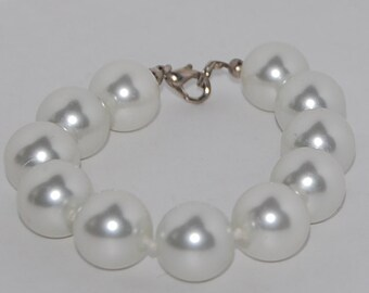 Large pearl bracelet vintage