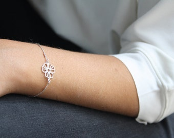 Sterling Silver bracelet, Dainty flower bracelet, Bridesmaid bracelet, Silver chain bracelet, Everyday bracelet, Bridesmaid flower bracelet