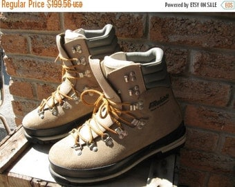 SALE Raichle Made in Switzerland mountaineering, alpine boots, hikers. Vintage excellent like new condition, NOS Men's State size 7 Women 9