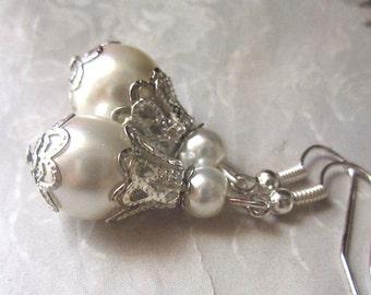 Vintage Style Earrings Bridal Pearl Earrings Beaded Wedding Jewelry Bridesmaids Dangle Drop Earrings Pearl Jewelry Ivory and Silver Handmade