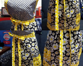 Cute - Fun - Full Size Apron Fresh As A Daisy - 2 Nice Size Pockets - Nice and Long - Great Gift Idea - Plus Sizes Available - Perfect Gift!