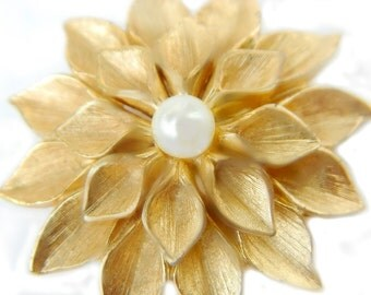 Boucher Dahlia Flower Brooch 10K Gold Overlay Vintage Midcentury  Collectible Jewelry Pin For Women Gold And Glass Faux Pearl Flower
