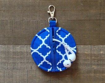 Circle Zip Earbud Pouch / Coin Purse - Royal Blue and White Quatrefoil