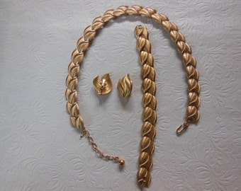 Vintage Trifari Brushed Gold Tone Jewelry Set
