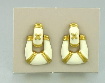 1996 Vintage AVON 'Doorknocker' White Enamel Pierced Earrings. White Enamel Earring. Avon Doorknocker Earring. Vintage Avon Jewelry