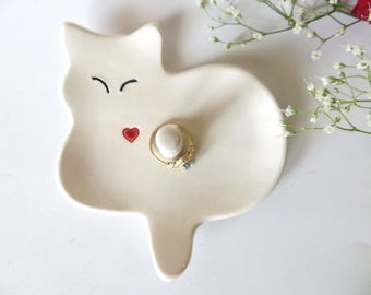 Ring dish, Cat dish, ring holder, wedding ring dish, ring cone, cat collector gift, White cat gift, jewelry dish, white pottery