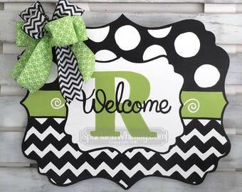 Year Round Door Decor: All Season Door Hanger Seasonal Door Sign Wooden Door Hanger Monogram Welcome Sign (Black, Gecko)