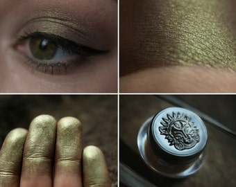Eyeshadow: Penetrating through the Rocks - Mountain Thorp. Muted green satin eyeshadow by SIGIL inspired.