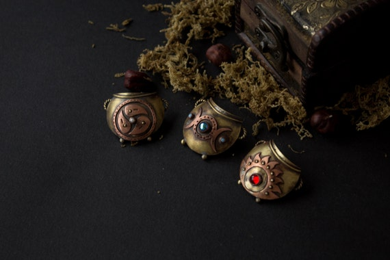 Halloween brooch, halloween jewelry, halloween witch Cauldron, witches pot brooch, brooch witch, copper and brass brooch