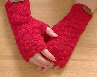Fingerless shell stitch gloves
