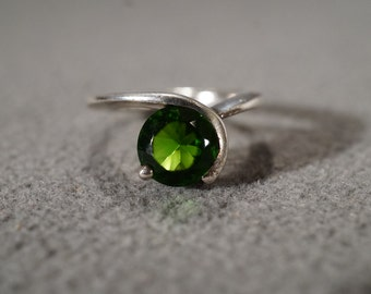 Vintage Sterling Silver Band Ring Round Chrome Diopside Bypass Design Art Deco Style, Size 6