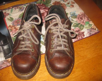 Vtg Womens sz 6 Grunge Air Wair Dr Martens Brown Oxford  Lace up in good shape grunge  90s