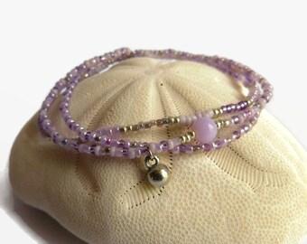 Bohemian bracelet in lilac to purple seed beads