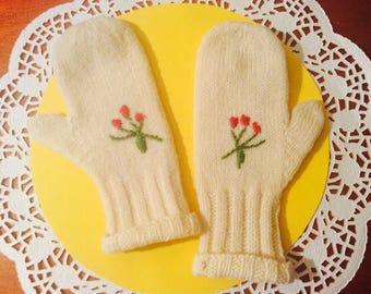 Adorable childrens vintage mittens