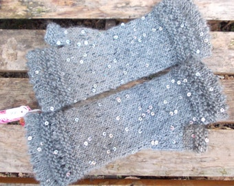 Gray mittens with sequins