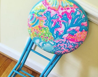 Lilly Pulitzer Lovers Coral folding Stool!!