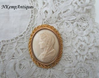 Celluloid cameo brooch 1930's French