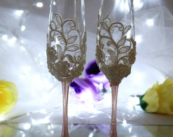 Rose gold Wedding champagne glasses-Pink gold Wedding toasting flutes-Hand painted Champagne flutes-Lace Wedding Favor-Pearls Toasting glass