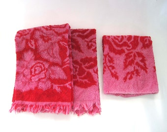 Calloway Retro Red / Hot Pink Towels, c. 1960, 2 Fringed Hand Towels and Washcloth, Red Rose on Pink Damask, Pre GMO Cotton USA, Towel Set